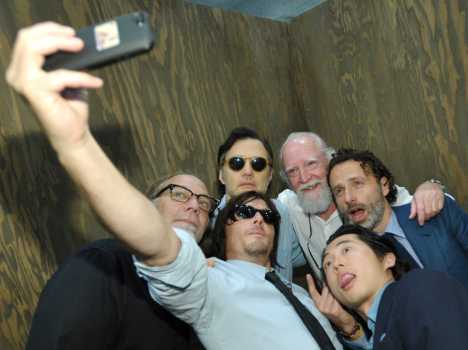 the-walking-dead-cast-is-having-a-blast-at-comic-con